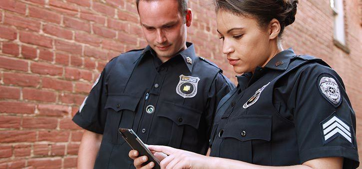 Police officers using a chatbot for alternative communication during disaster management situations