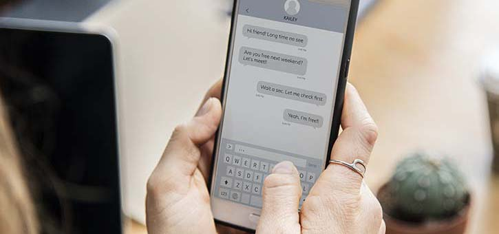 A woman chatting with a Facebook Messenger Chatbot.
